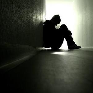 समाजाला संवेदनाशून्य बनवणारा बौद्धिक एड्स